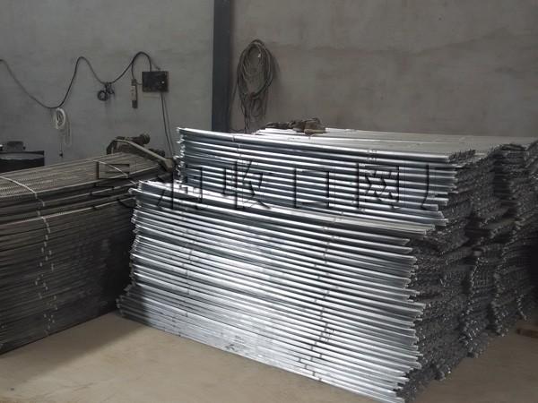 广州定购的5000片0.3厚2.3米长的镀锌板快易收口网已生产完毕